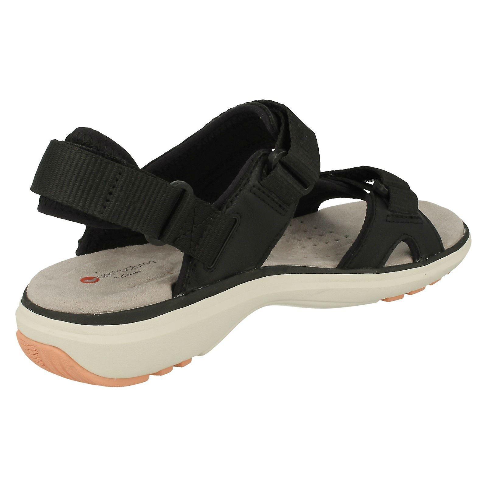 /'Un Roam Step/' Ladies Clarks Leather Hook and Loop Fastening Sports Sandals