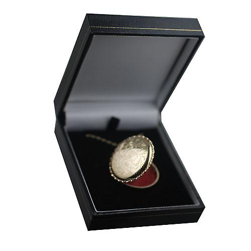 9ct Gold 31mm hand engraved twisted wire edge round Locket with a belcher Chain 16 inches Only Suitable for Children