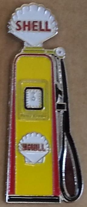 Shell Petrol Pump enamel / metal pin badge (ff)