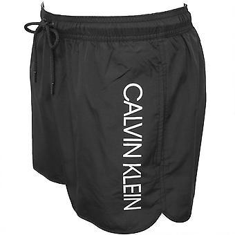 Calvin Klein Side Logo sportslige kutte svømme Shorts, svart