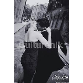 New York Her Kiss Soho Poster Poster Print