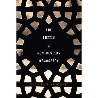 Pussel av icke-västerländska demokrati av Richard Youngs - 9780870034299