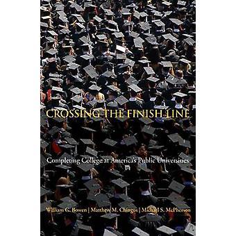 عبور خط النهاية-إكمال كلية في جامعة عامة في أمريكا