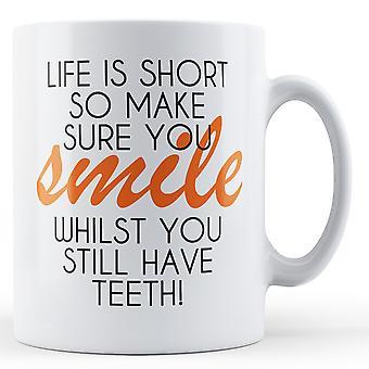 Das Leben ist kurz stellen sicher, dass Sie Lächeln - Becher bedruckt