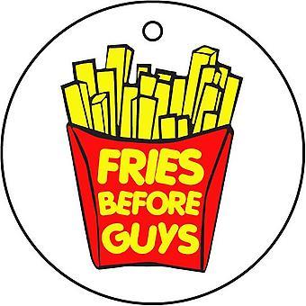 Pommes frites vor Jungs Auto Lufterfrischer
