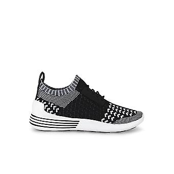 KENDALL + KYLIE BRANDY SNEAKER BLACK AND WHITE
