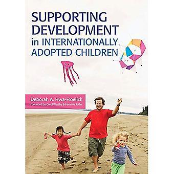 Ondersteuning van ontwikkeling in internationaal geadopteerde kinderen