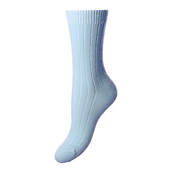 Tabitha women's luxury cashmere crew socks in sky | English made by Pantherella