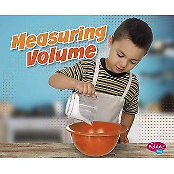 Measuring Volume (Measuring Masters)