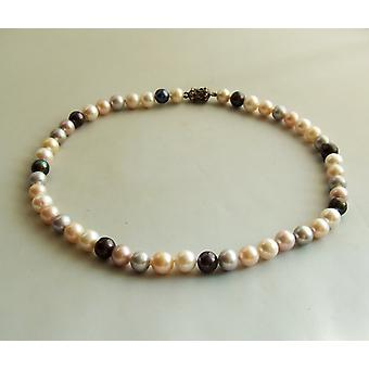 Freshwater Pearl Necklace with magnetic lock