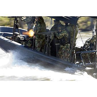Космический центр Стеннис Миссисипи 23 октября 2006 - иракских солдат пожаров пулемет M-60 во время специальных лодка маневры и оружие, обработку, подготовку плаката печати