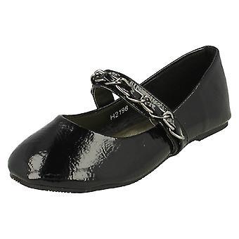 Girls Cutie Flat Shoe With Bar Chain