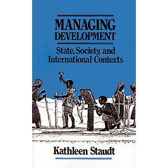 Hantera utvecklingen staten Society och internationella sammanhang av Staudt & Kathleen A.