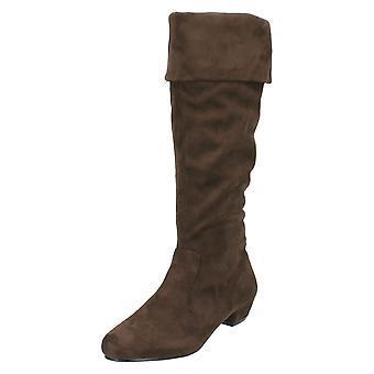 Las señoras punto mediados de tacón botas de patas altas