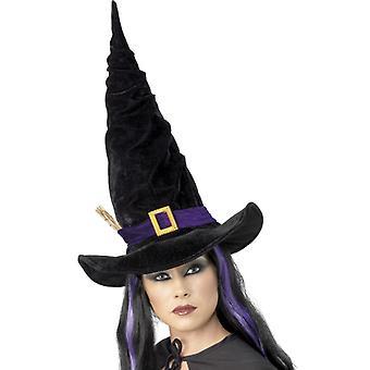 Черная шляпа ведьмы с фиолетовой лентой