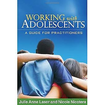 Travailler avec les Adolescents: un Guide pour les praticiens