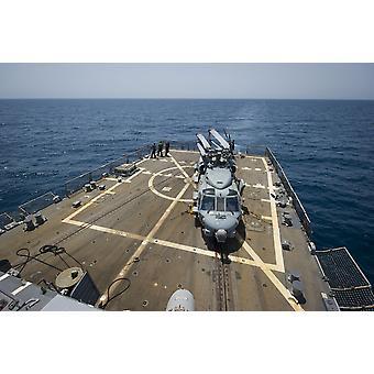 Персидского залива 3 июля 2014 - матросы положить социальной защиты в место на палубе полета на борту Arleigh Burke класса руководствоваться ракетно-Разоритель USS Тракстон Плакат Печать