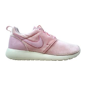 Nike Roshe One Arctic Pink/Sail 599729-617 Grade-School