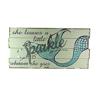 她留下一个小闪闪发光的美人鱼尾挂