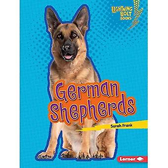 German Shepherds (Lightning Bolt Books (Tm) -- Who's a Good Dog?)