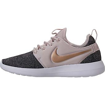 Nike Womens Roshe Two Knit Low Top Lace Up Running Sneaker