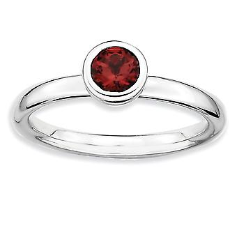 Sterling Silber Lünette poliert rhodiniert stapelbar Ausdrücke Low 5mm Runde Granat Ring - Ring-Größe: 5 bis 10