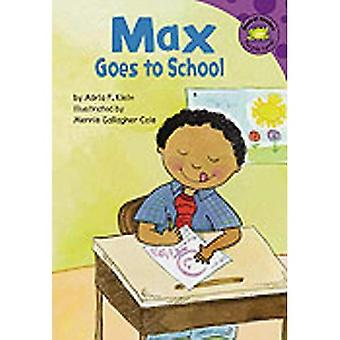 Max Goes to School (Read-It! Readers: The Life of Max)
