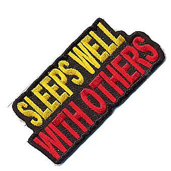 ينام جيدا مع الآخرين الحديد-في/خياطة-على التصحيح