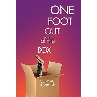 Un pied hors de la boîte par Kristovich & Vanessa