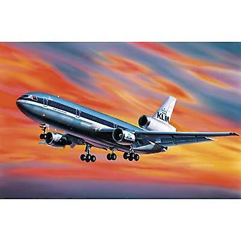 Revell 4211 Mc Donnell Douglas DC-10 Aircraft assembly kit 1:320