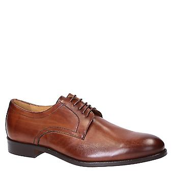 Handmade men's derby shoes in wot color leather