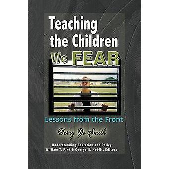 Undervisa barnen vi fruktar - lektioner från framsidan av Terry Jo Smi