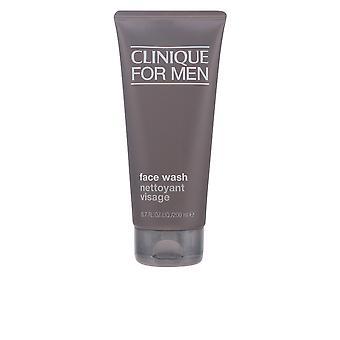 Männer Gesicht zu waschen