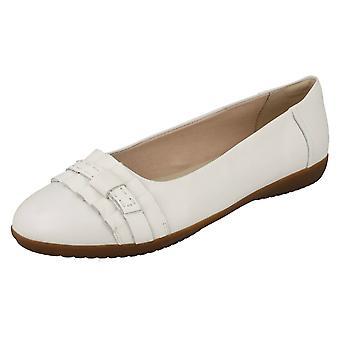 Ladies Clarks Smart Slip på Dolly sko Feya øy