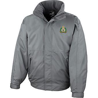 Suffolk Regiment Farbe - lizenzierte britische Armee bestickt wasserdichte Jacke mit Fleece Inner