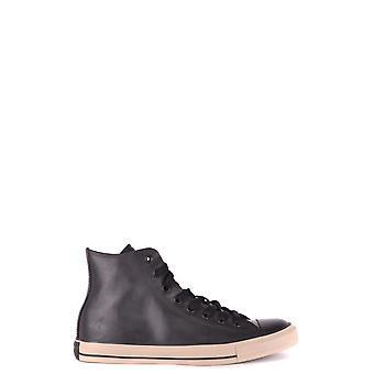 التحدث من الجلد الأسود مرحبا أعلى أحذية رياضية