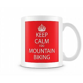 Mantenga calma que hago ciclismo de montaña impreso taza