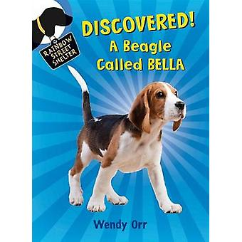 Discovered! a Beagle Called Bella by Wendy Orr - Patricia Castelao -