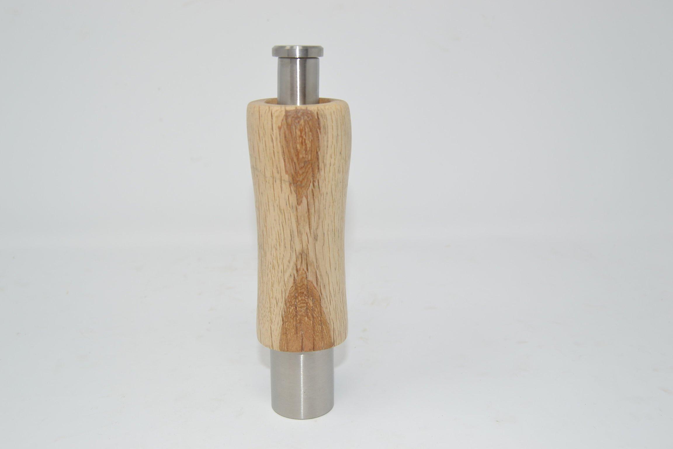 Holz Gewuerzmuehle Einhand Muehle aus Eiche  Pfeffermuehle Salzmuehle pepper Spice salt mill handmade Made in Austria Geschenk Geschenk-Idee