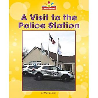 A Visit to the Police Station (Beginning-To-Read, Read and Discover - Community Places)