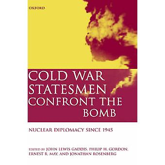 冷戦時代の政治家ジョン ・ ルイス ・ ギャディスによって 1945 年以来爆弾核外交に直面します。