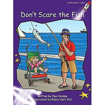 Don't Scare the Fish: Level 3: Fluency (Red Rocket Readers: Fiction Set A)