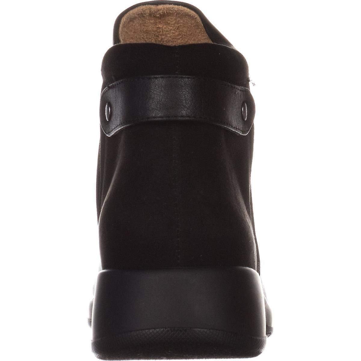 06c854ddb23fa Naturalizer Womens Barita Round Toe Ankle Chelsea Boots | Fruugo