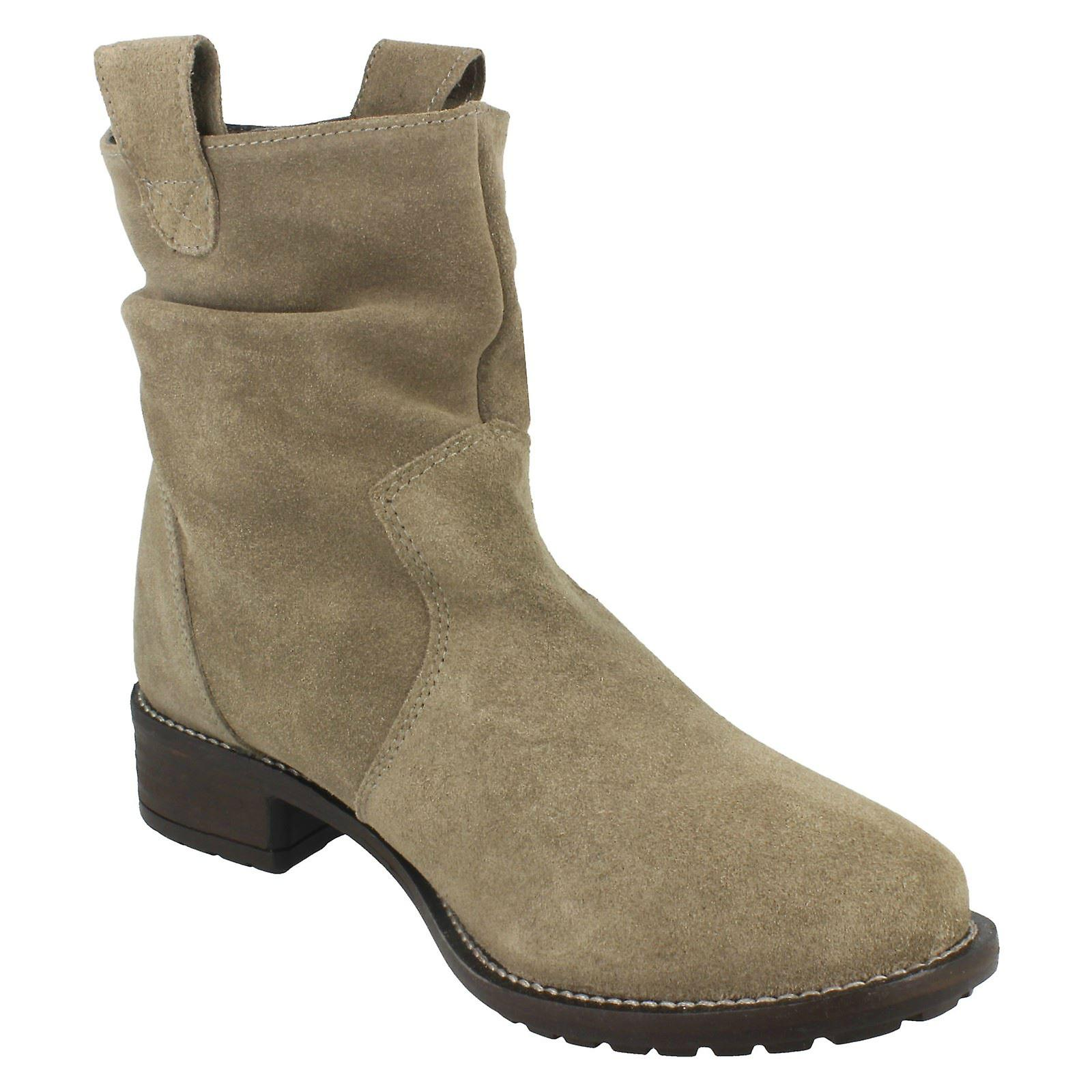Ladies Leather Collection Mid Heel Slouch Boots F50659