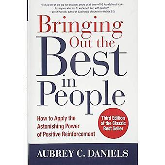 Tirar fuori il meglio nelle persone: come applicare la potenza sorprendente di rinforzo positivo, terza edizione (Paperback)