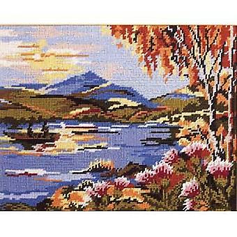 Schottische Loch Needlepoint Canvas