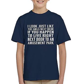 Ich sehe nur, wie die Mädchen nebenan Dolly Parton Zitat Kid T-Shirt