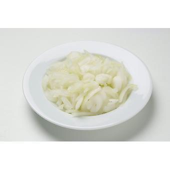 Grüns, die in Scheiben geschnittenen Zwiebeln eingefroren