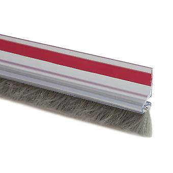 Kallstrong Uneven floor weatherstripping. 15 Mm hair. 100 Cm. adhesive B14002T