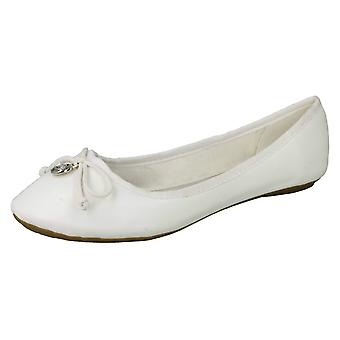 Ladies Spot On Flat Ballerina Metal Attachment Bow Vamp